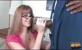 mogliettina troia gode con cazzo nero