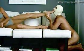 Federica, moglie padrona leccata dal marito in scena fetish!