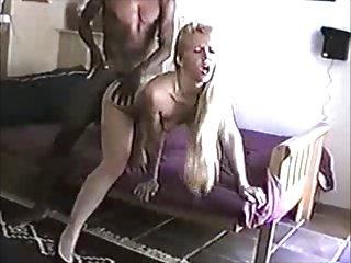Filmino cuckold interraziale con bionda troia