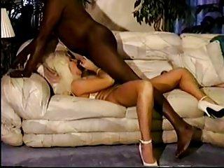 Film cuckold con Milf bionda e negrone