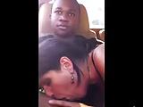 Milfona succhia il cazzo nero in macchina allo studente