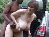 Bella matura scopata in macchina da cazzo nero