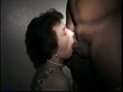 A Mary piace succhiare grossi cazzi di sconosciuti