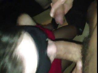 Gang bang reale con una moglie cuckold bendata