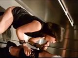 Pompino in ascensore di una giovane donna sposata