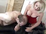 Marito succhia il cazzo del bull della sua mistress