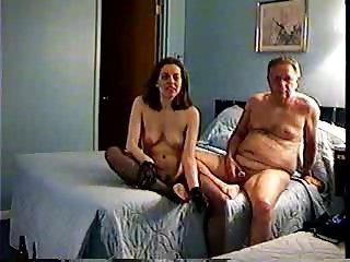 Fa scopare la moglie al nuovo bull