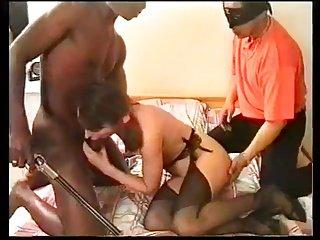 Obbligato a vedere la moglie scopata e inculata in trio