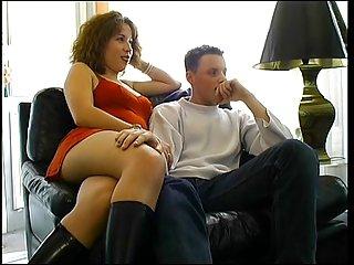 Giovane moglie scopata davanti alla telecamera da attore hard